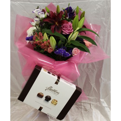 Hand-tied Bouquet & Chocolate Surprise (300g)